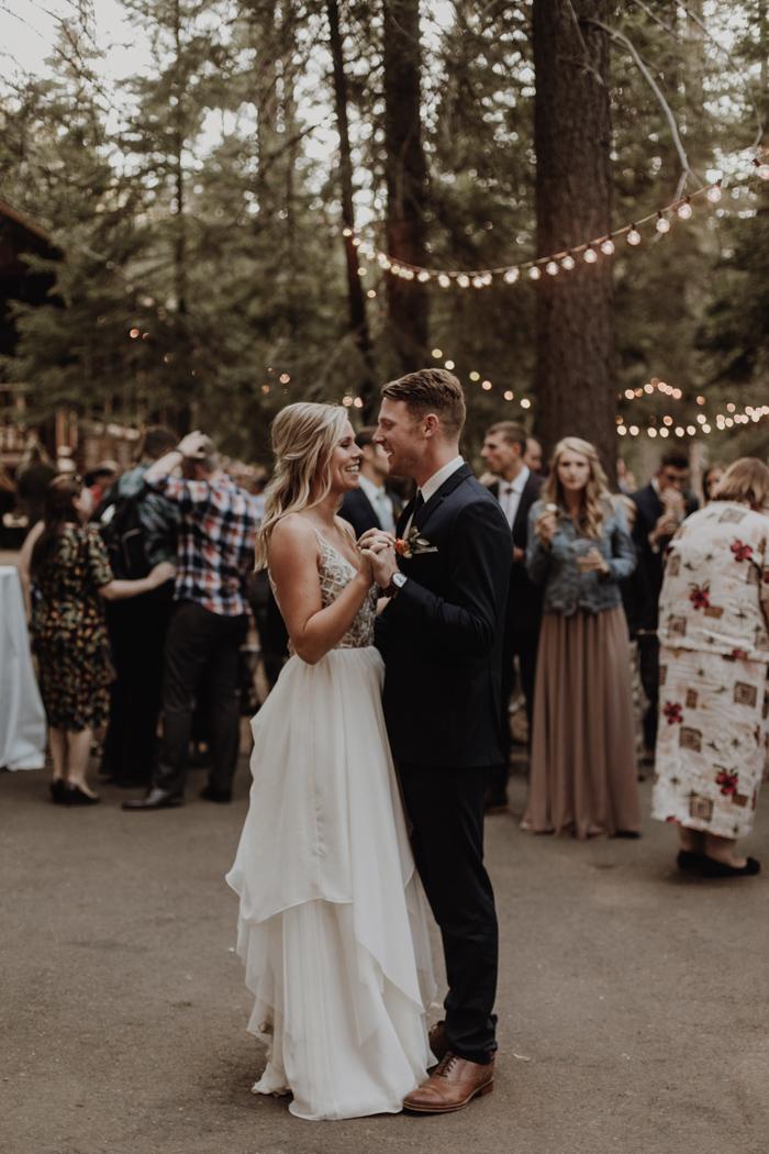 Openingsdans op kleine bruiloft