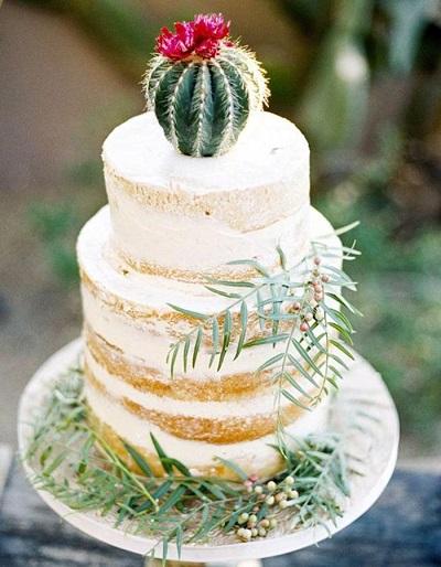 Bruidstaart met cactus als taarttopper