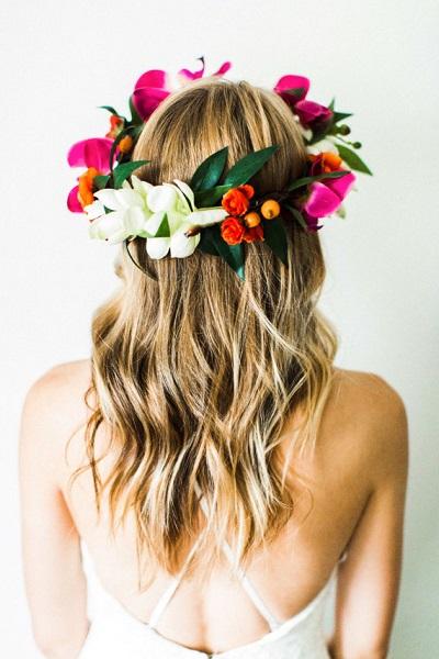 Tropical bloemenkrans bruid