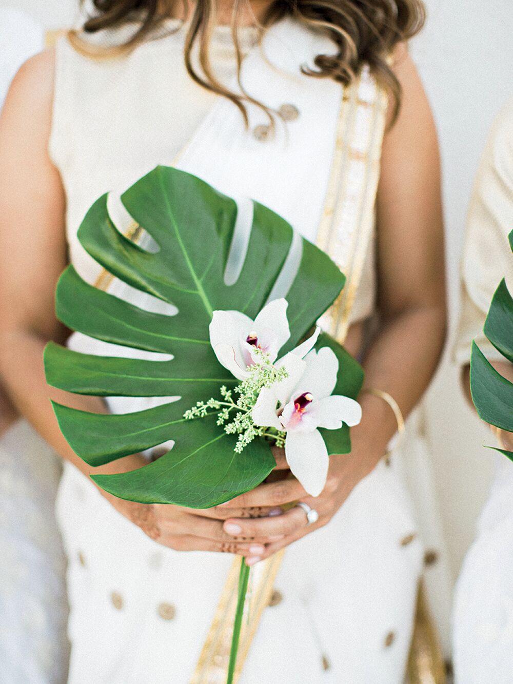 Boeket van tropisch blad met bloem