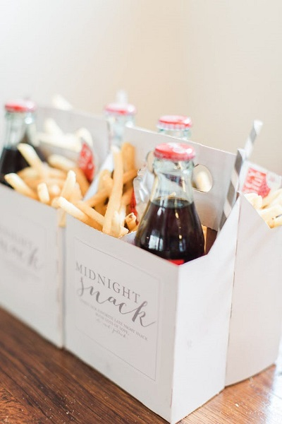 Midnight snack cola met frietjes