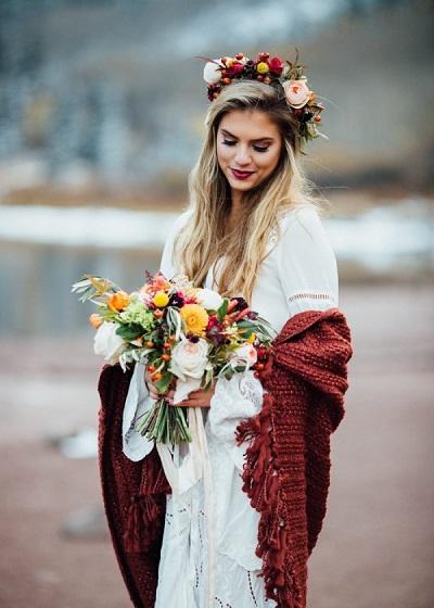 Bruid met donkerrode sjaal