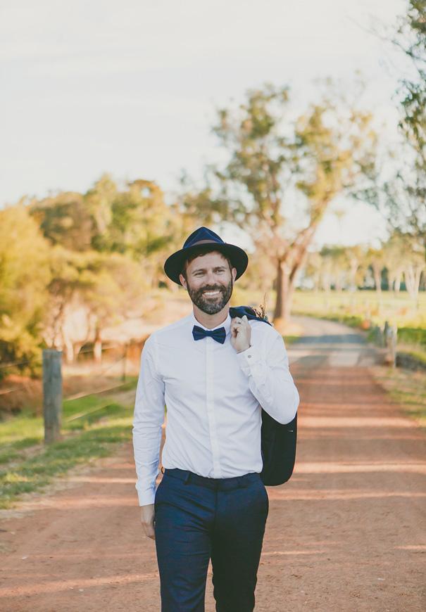 Bruidegom met blauwe hoed