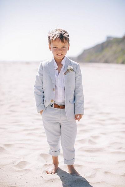 Kleine jongen op het strand