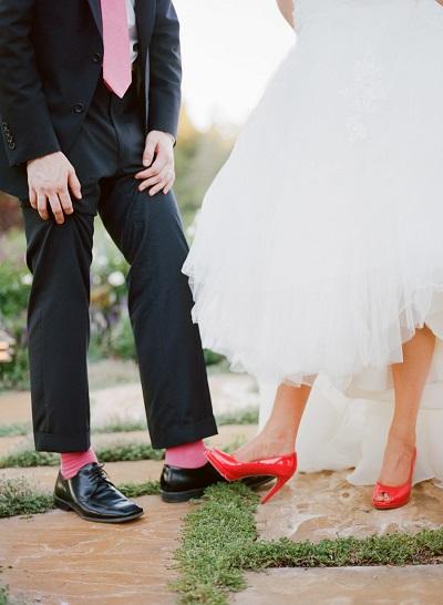 Koraalrode sokken bruidegom