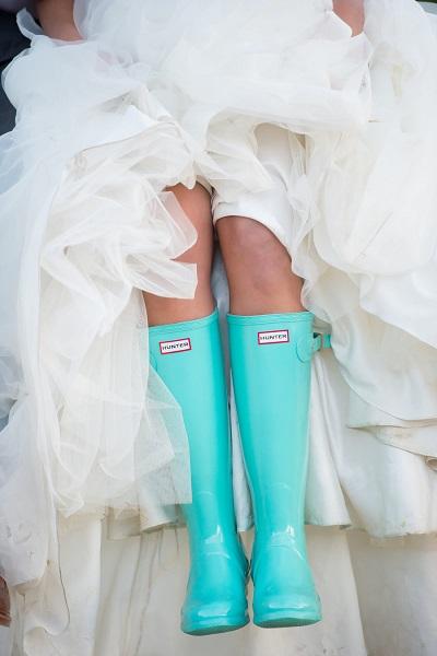 Blauwe regenlaarzen bruid