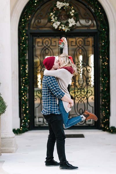Verloofd stel met kerst