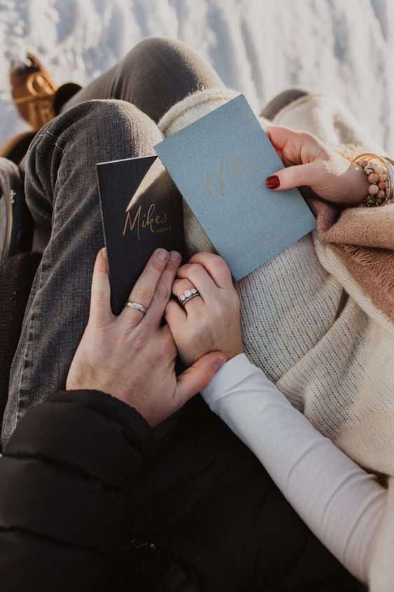 Bruidspaar met geloften om te hernieuwen