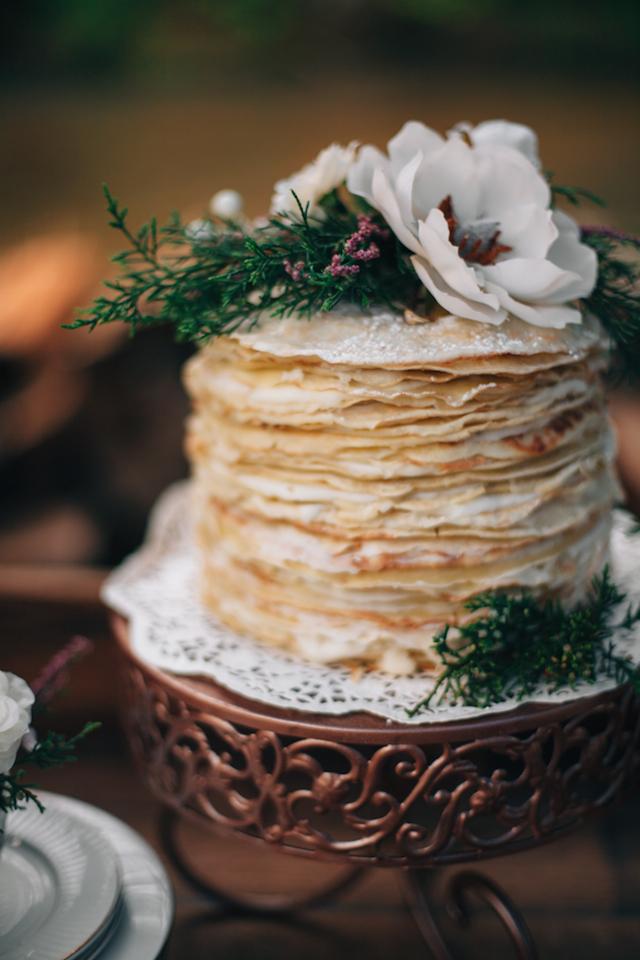 Pannenkoeken bruidstaart met bloem