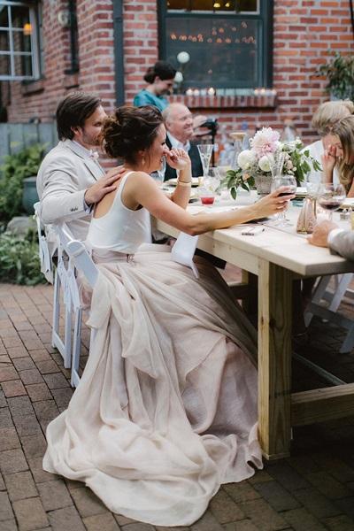 Bruidspaar aan het diner