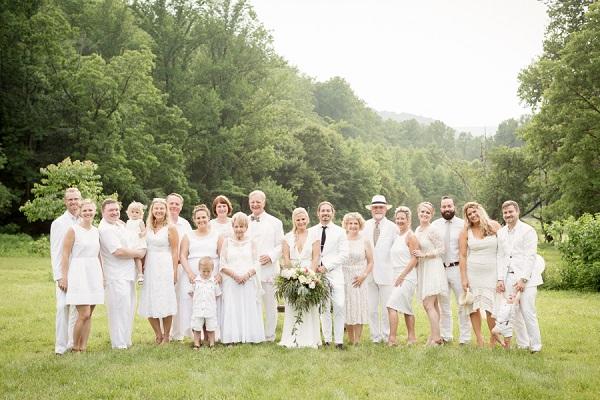 Compleet witte bruiloft gasten
