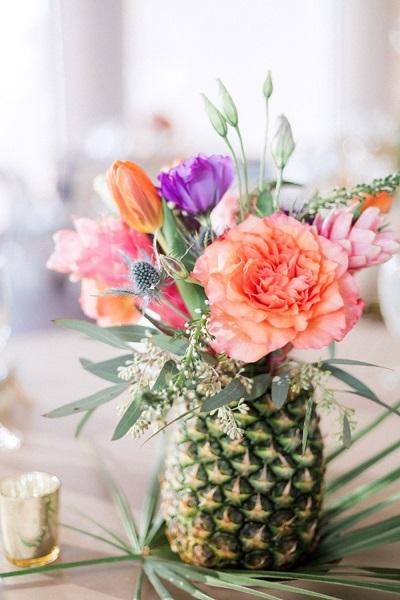 Ananas vaas met bloemen