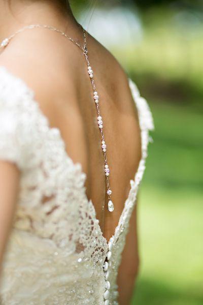 Bruid met omgekeerde ketting