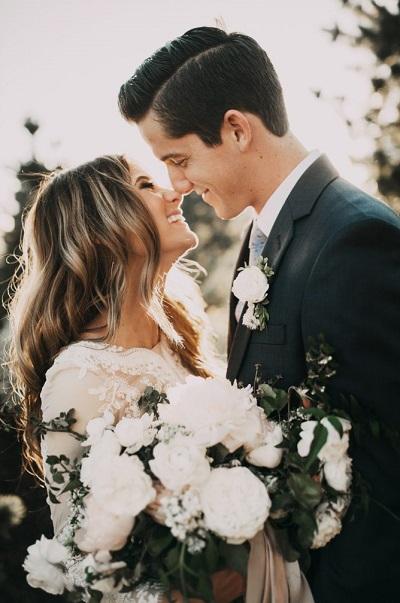 Bruidspaar tijdens fotoshoot trouwfoto´s