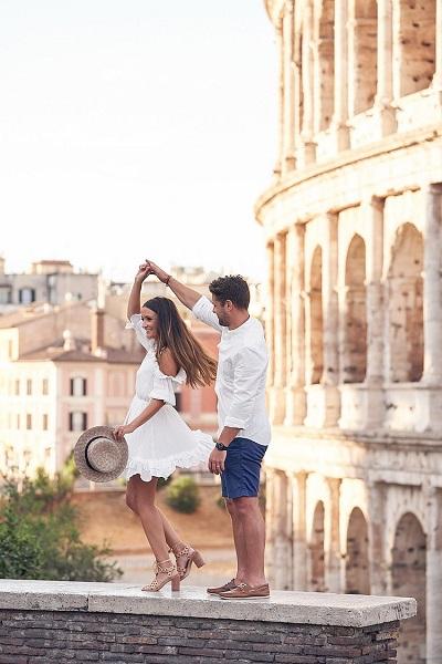 Huwelijksreis fotoshoot voor het Colosseum