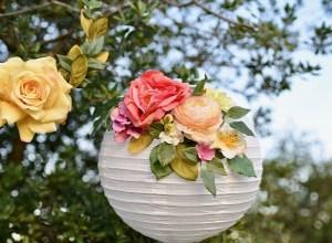 Papieren lantaarn met bloemen
