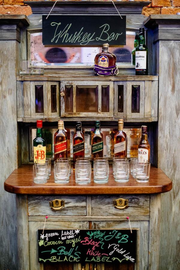 Whisky bar met glazen