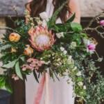 Groot bruidsboeket met tropische bloemen