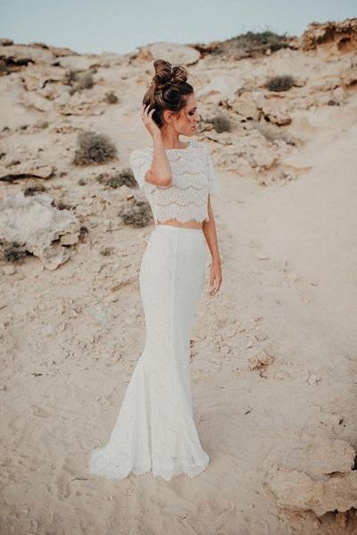 Bruid in bohemian trouwjurk