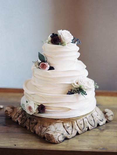Witte bruidstaart met structuur