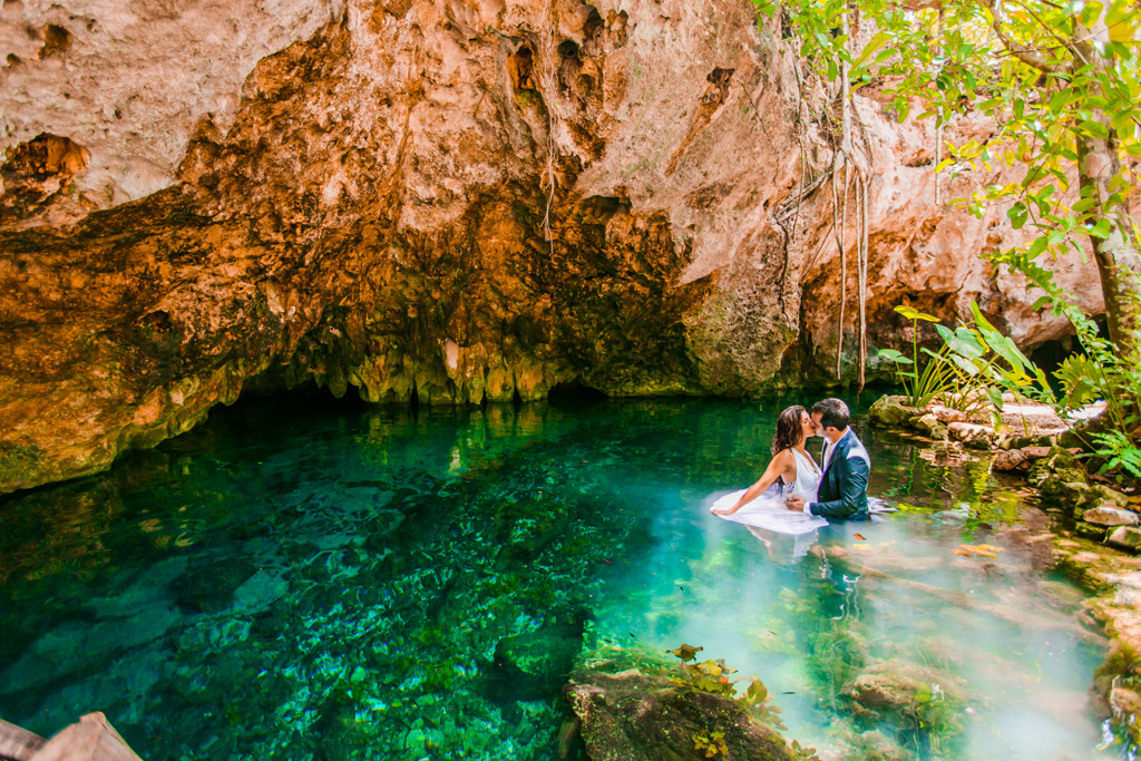 Trash the dress fotoshoot in cenote