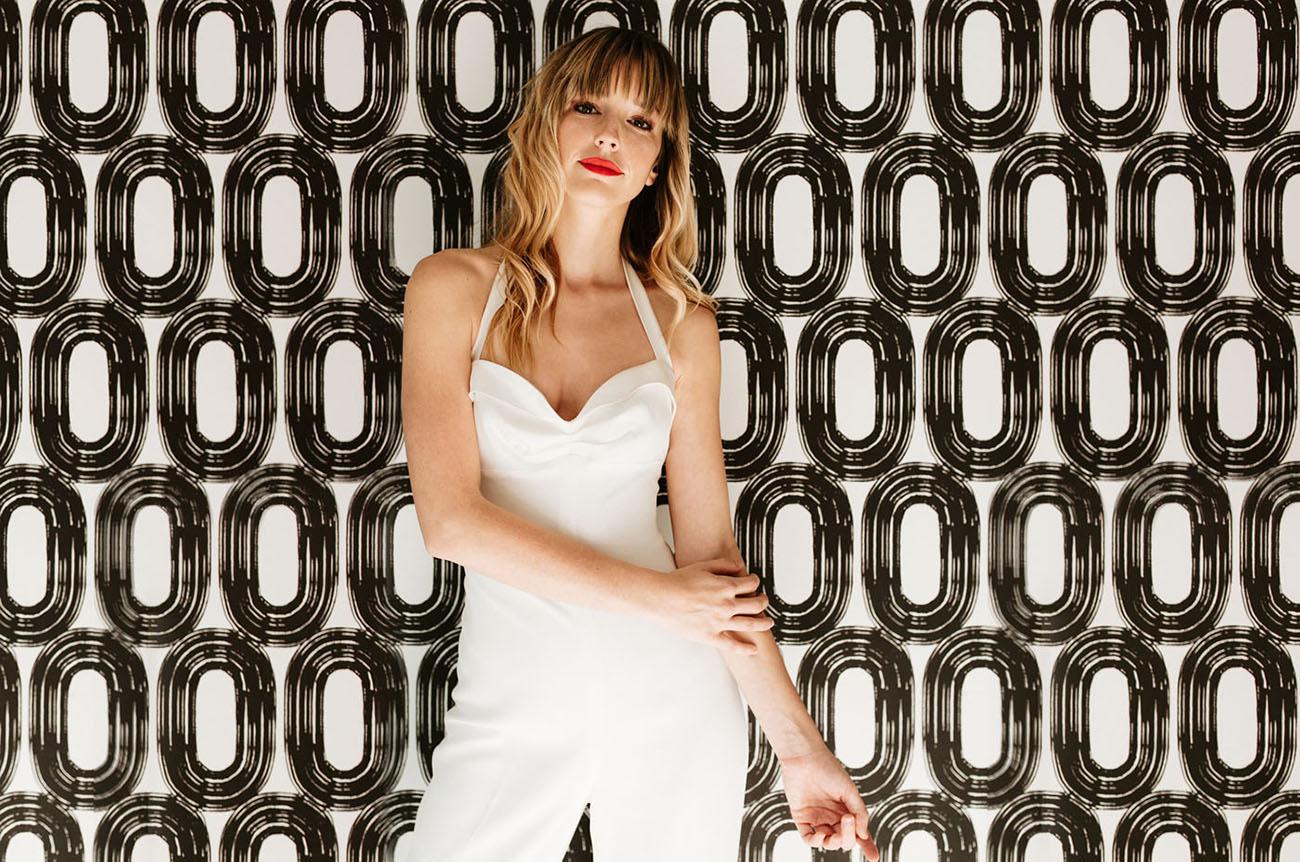 Bruid met witte jumpsuit