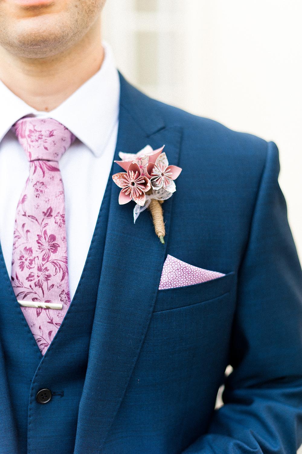 Corsage met papieren bloemen
