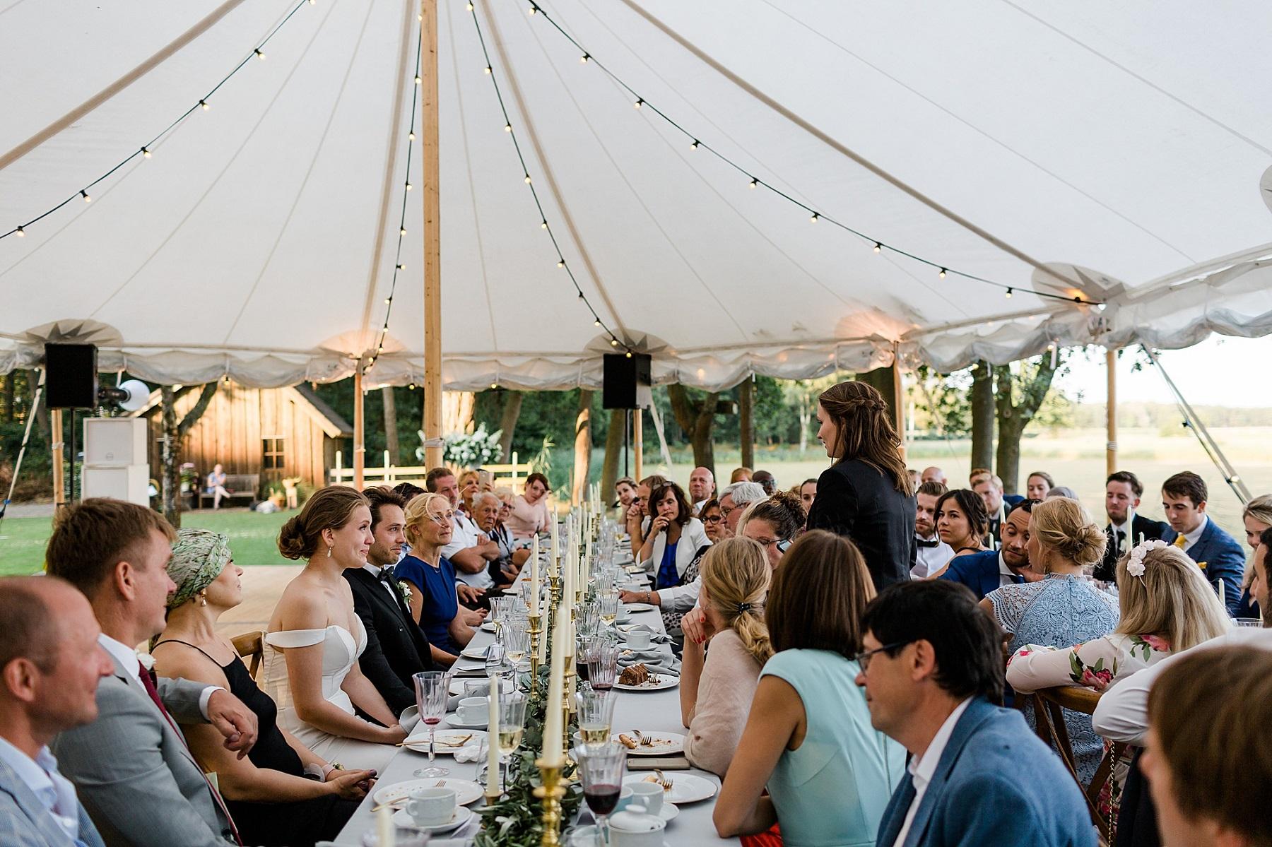 Bruiloft tent in eigen tuin