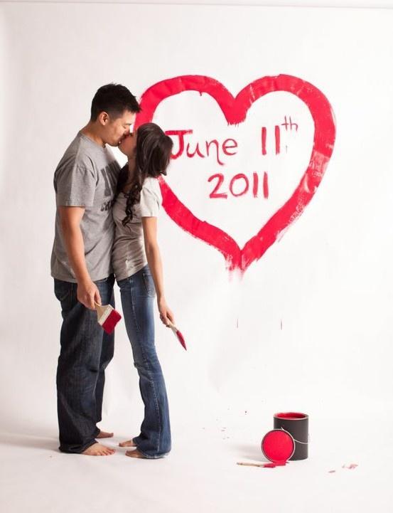 Save the date met verf op de muur