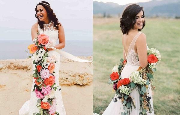 Twee bruiden met bloemenslinger