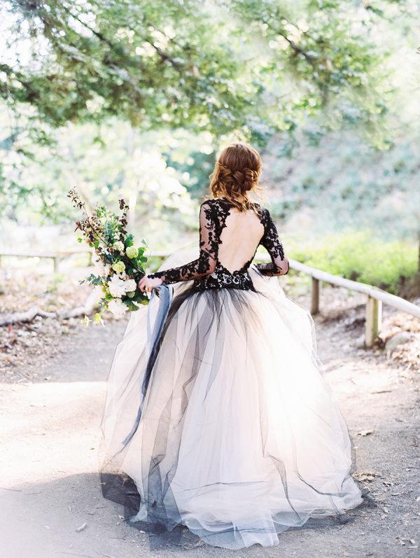 Wit met zwarte trouwjurk