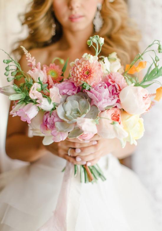 Bruidsboeket met vetplantje en lint