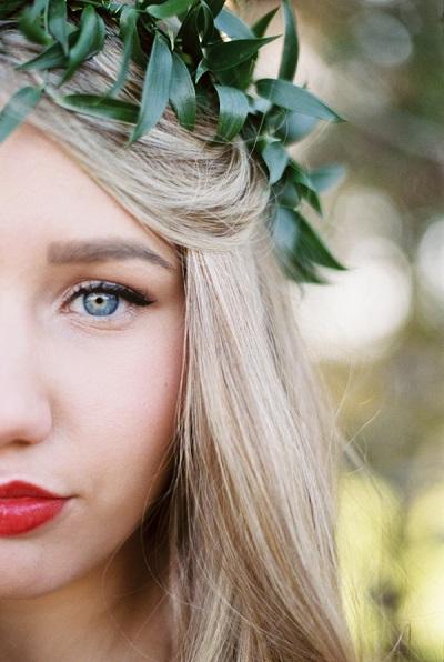 Bruid met rode lippenstift