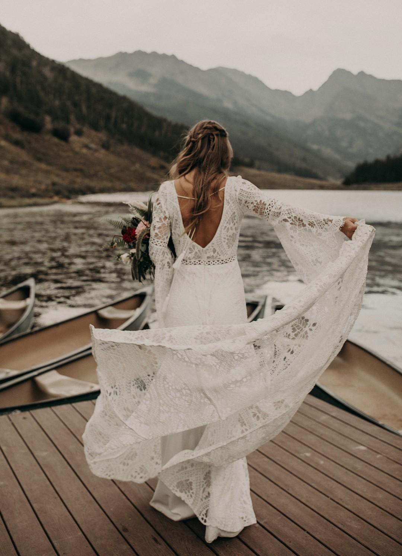 Bruid met bohemian bruidsjurk