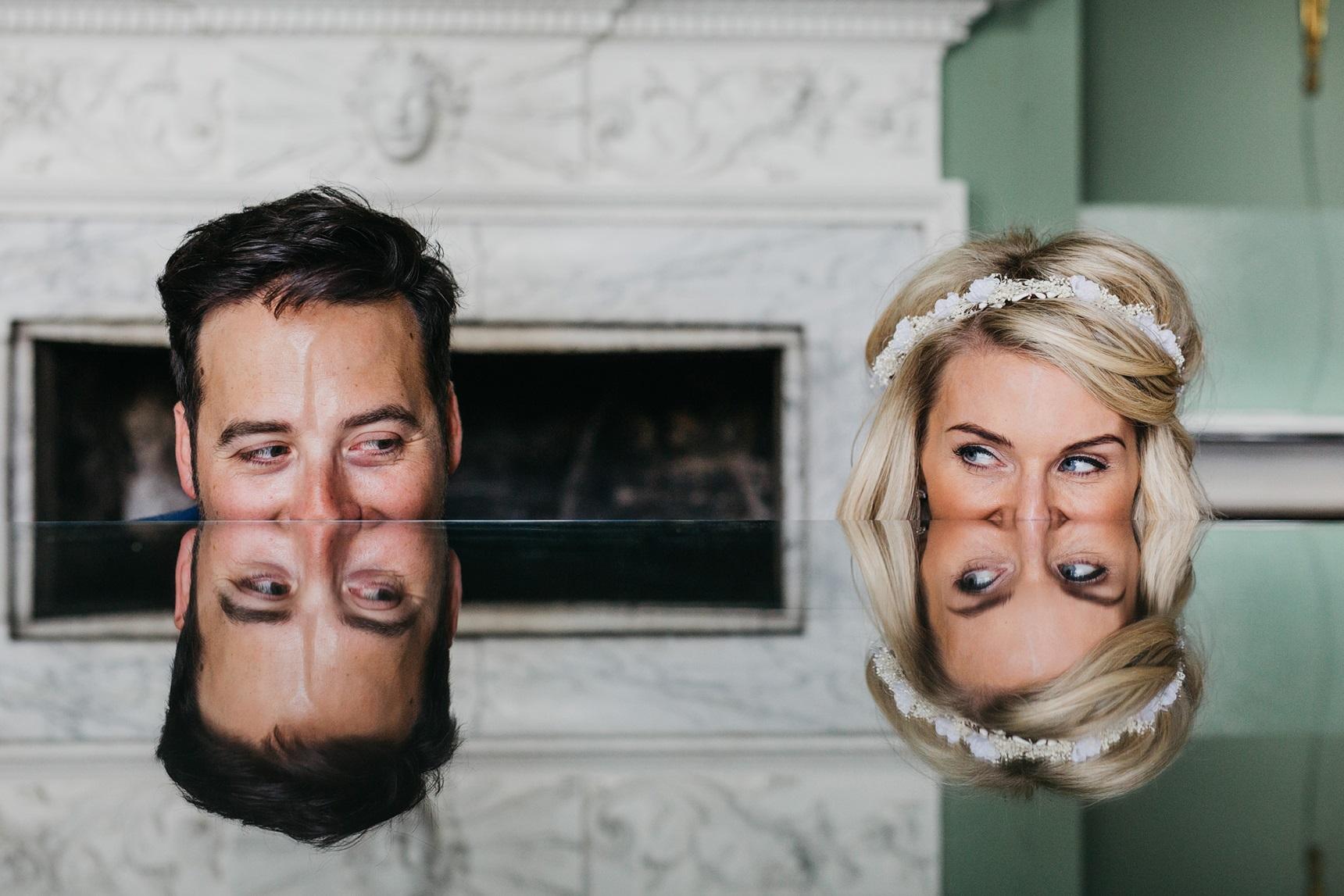 Creatieve trouwfoto's met het bruidspaar