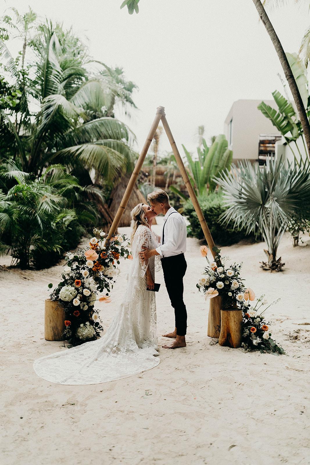 Bruiloft in het buitenland op het strand van Tulum