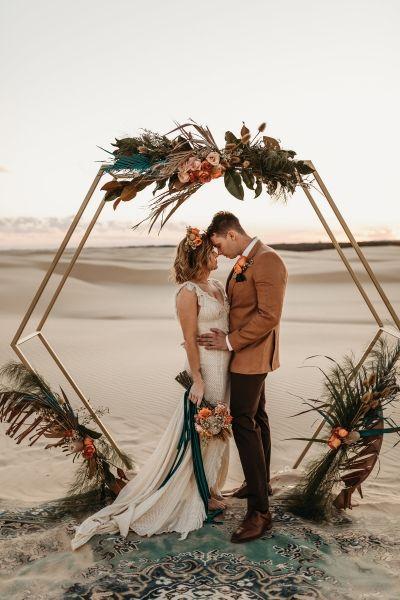 Bruidspaar in de woestijn