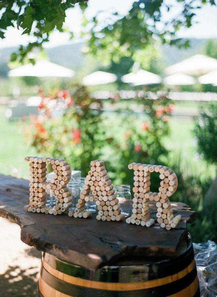 Wijnkurken vormen het woord bar