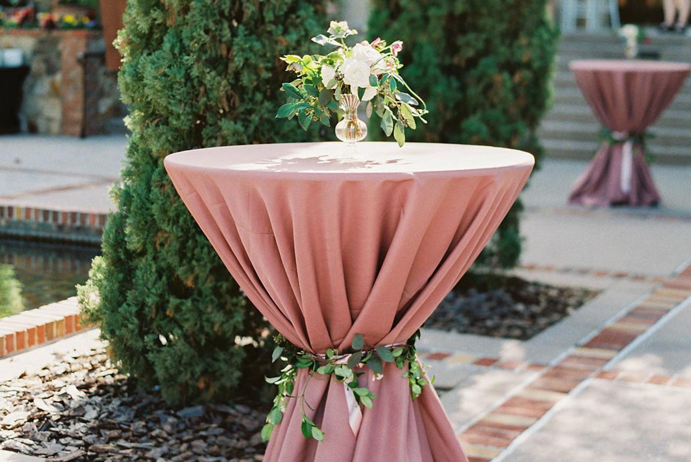 Statafel met roze hoes