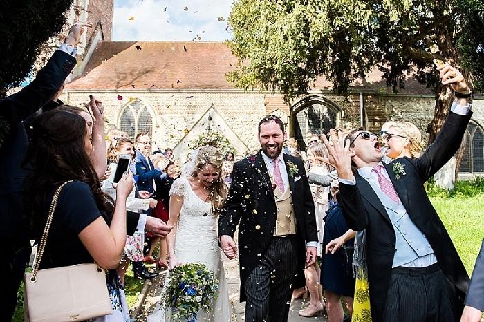 Gasten vervelen zich niet tijdens de bruiloft