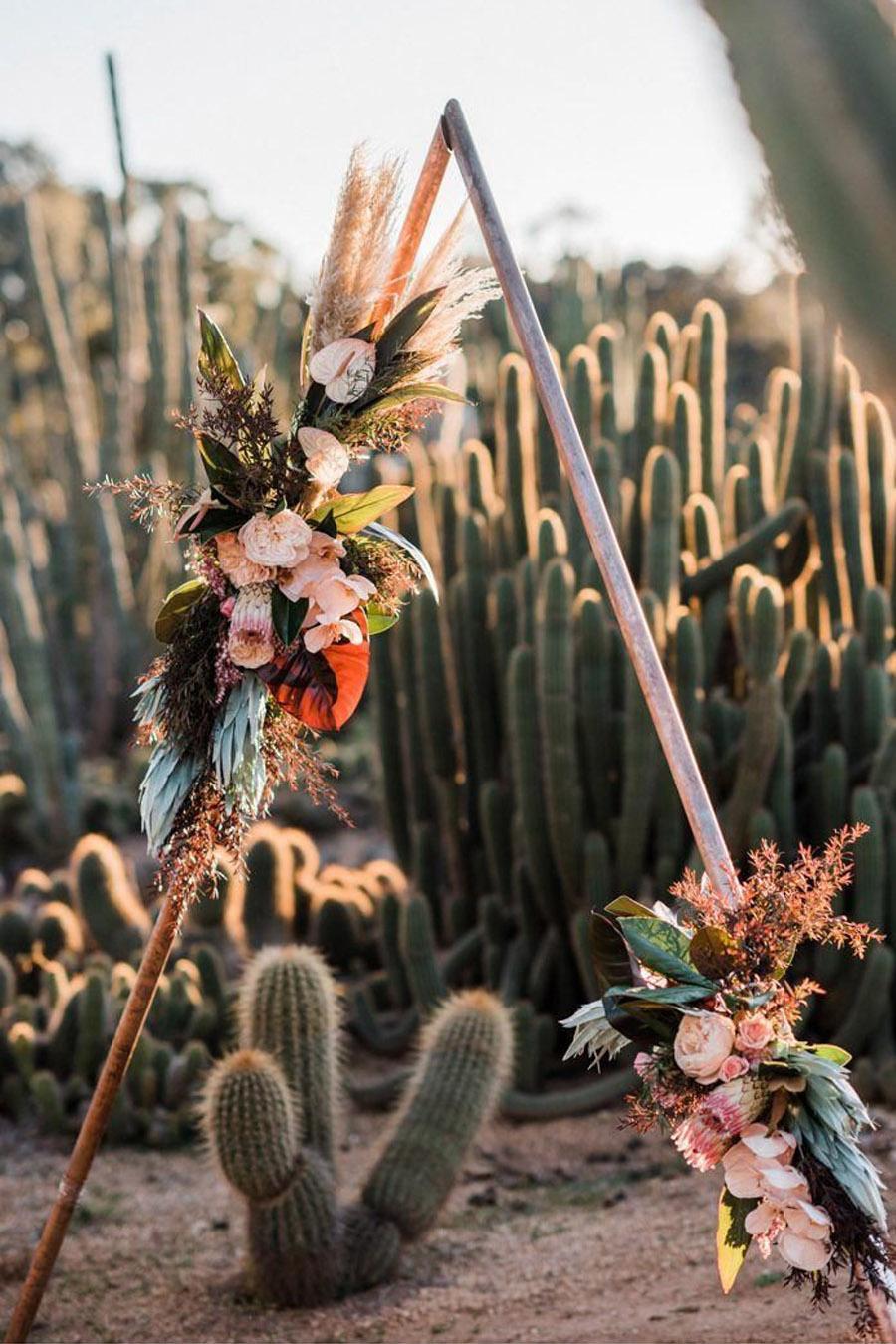 Ceremonie decoratie in woestijn