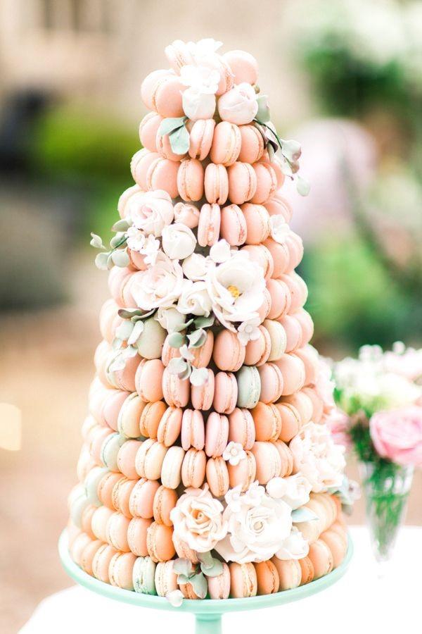 Bruidstaart gemaakt van macarons