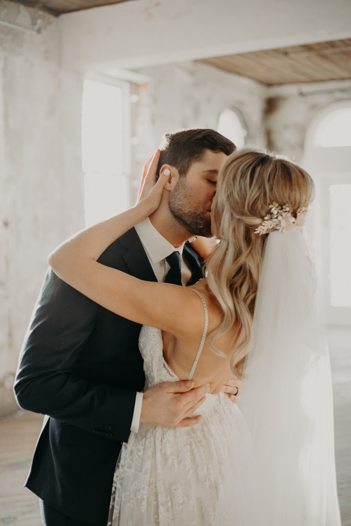 Bruidskapsel met los haar en sluier