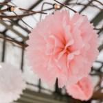 Roze pompons bruiloft