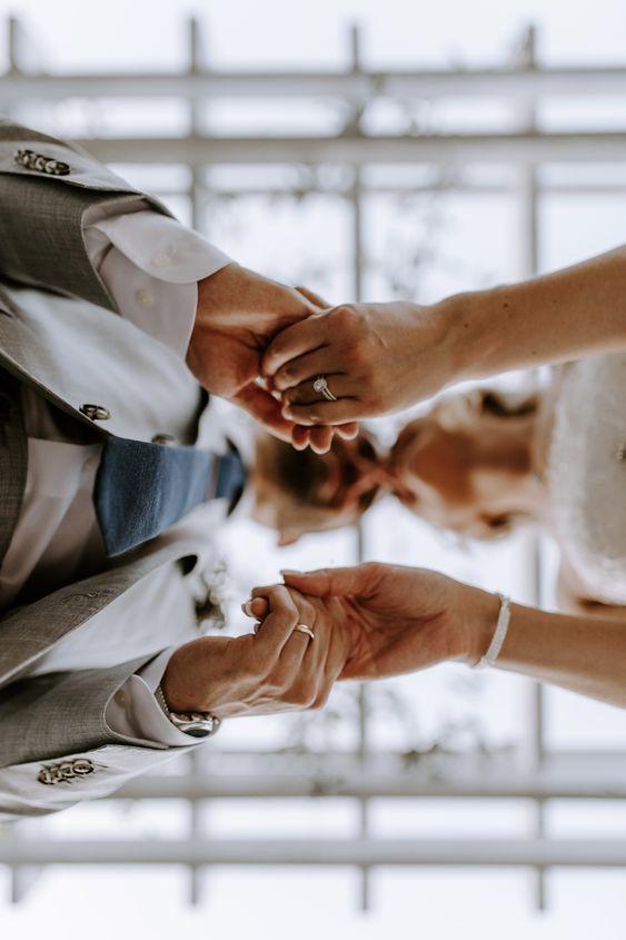 Bruidspaar van onderaf