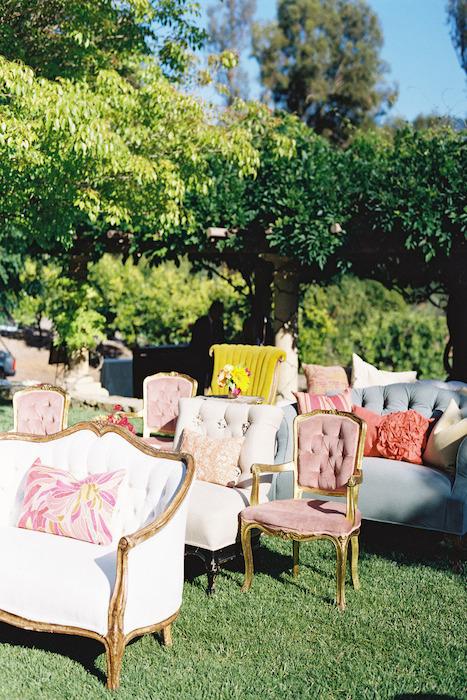 Vintage bruiloft stoelen ceremonie