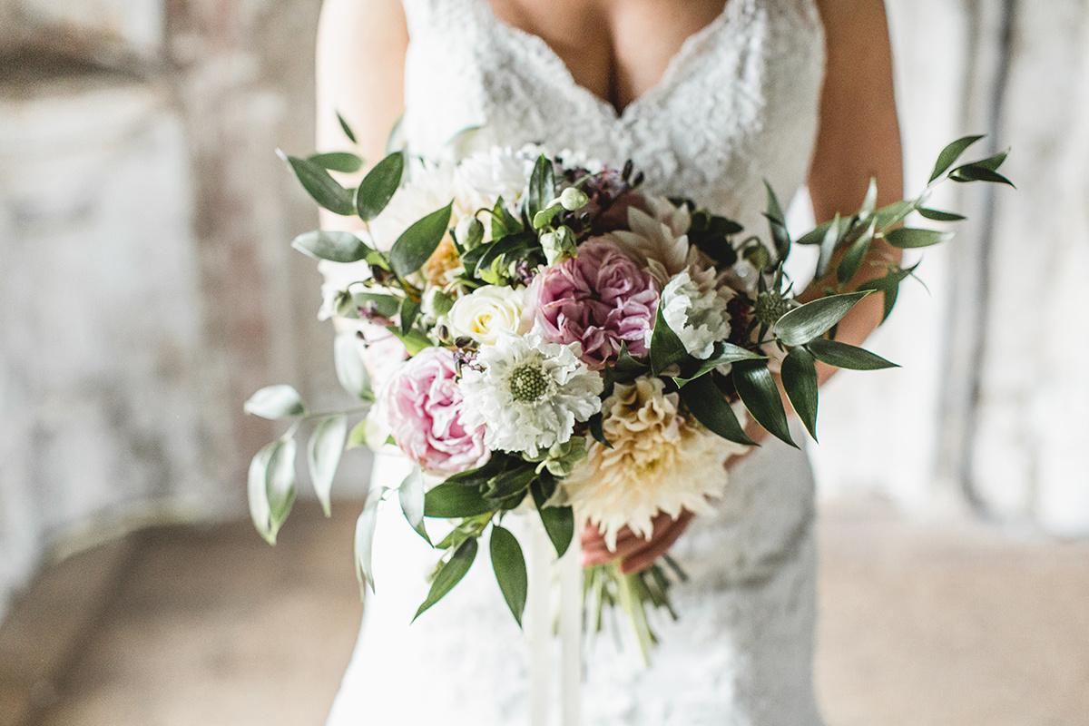 Bruid met bruidsboeket