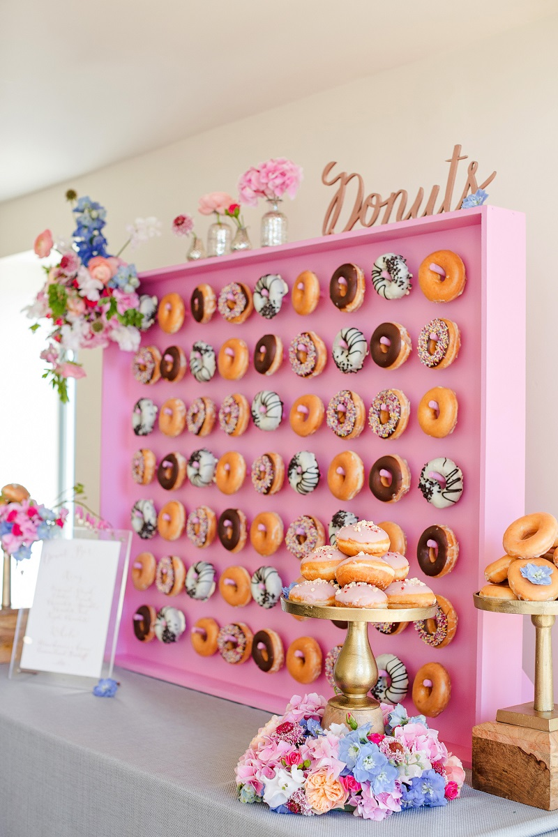 Roze donut wall bruiloft