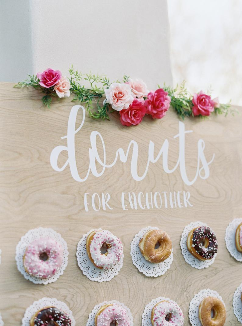 Donut wall met bloemen