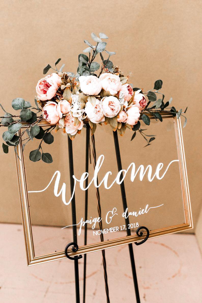 Welkomstbord bruiloft met trouwdecoratie